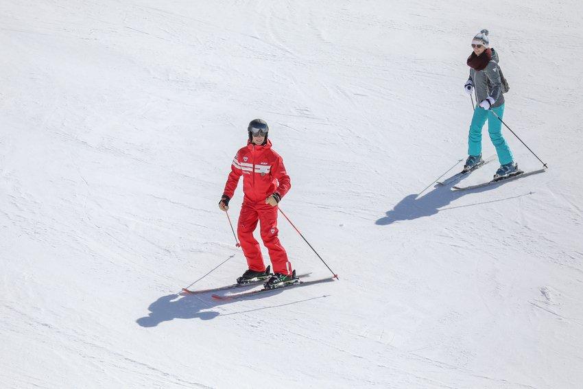 Cours de ski alpin aux Plans d'Hotonnes